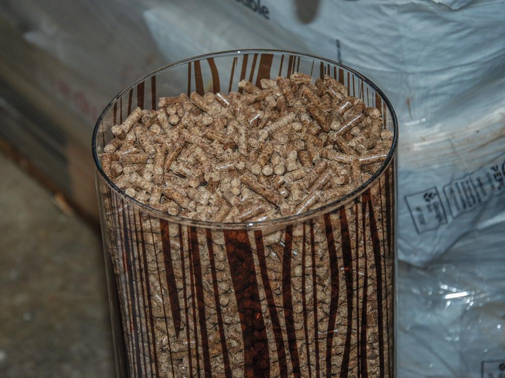 coopedom inaugure sa ligne de granul s de bois journal paysan breton. Black Bedroom Furniture Sets. Home Design Ideas