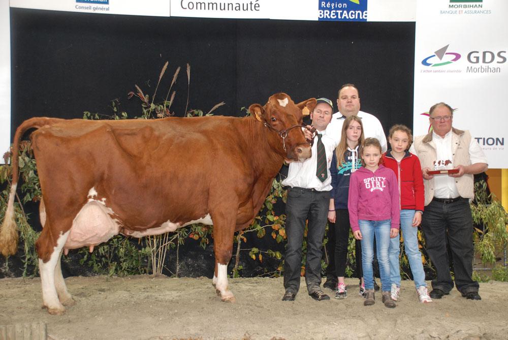 Ardèche, une fille de Origin x Lamanu, remporte le prix de Grande championne