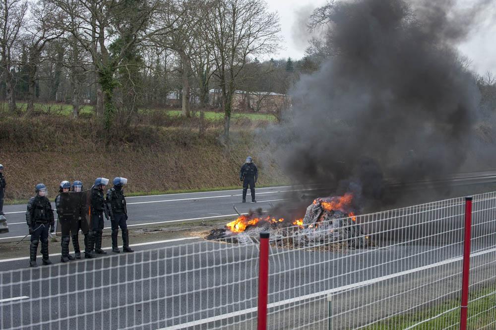 Photo of Accident à Quintin, le préfet tape du poing