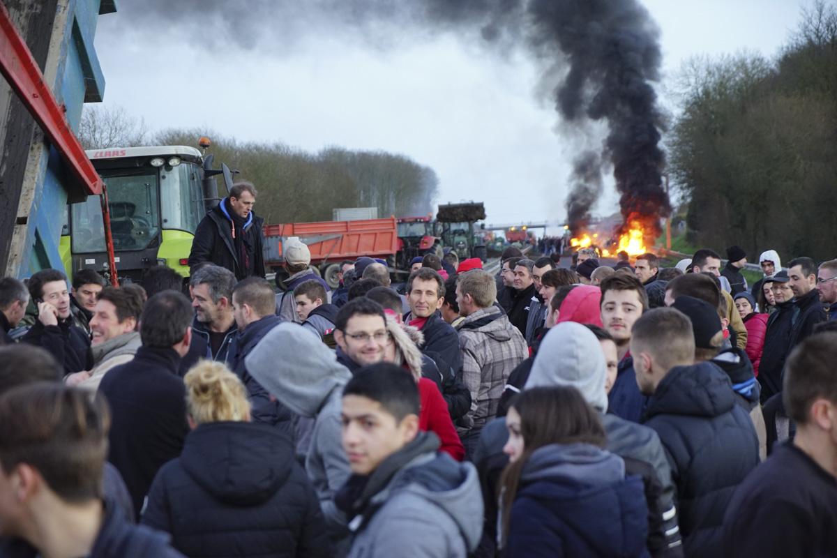 Photo of Manifestation mercredi : journée noire sur les routes en Bretagne