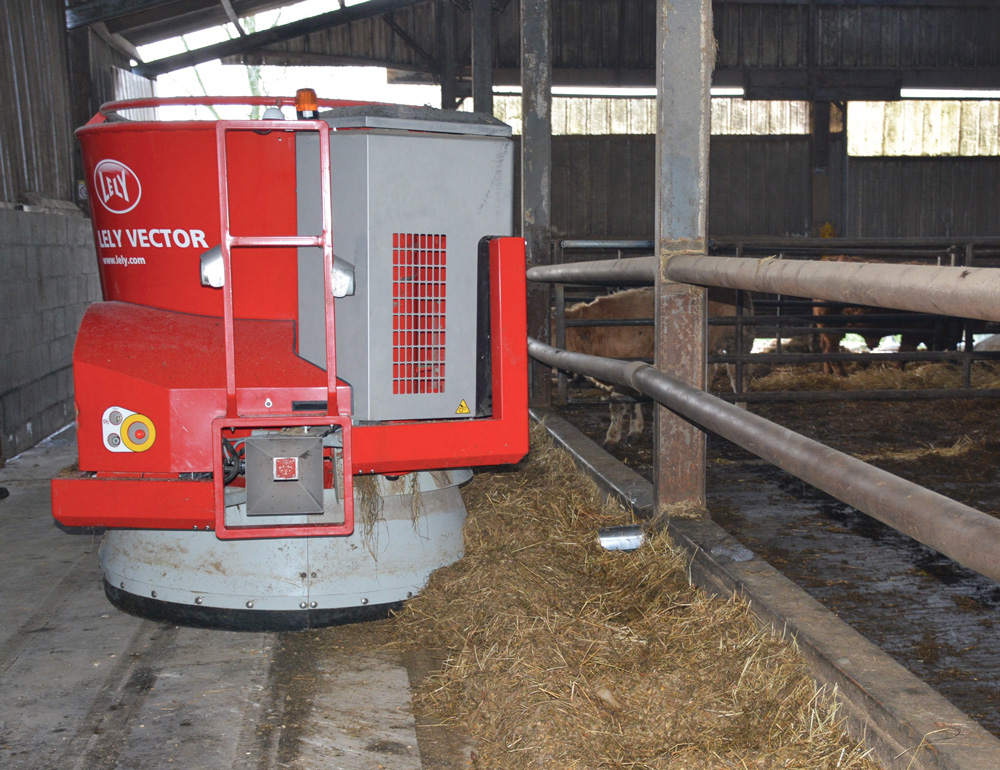 lely-vector-robot-alimentation-distribution-ration-bovin-viande-fourrage