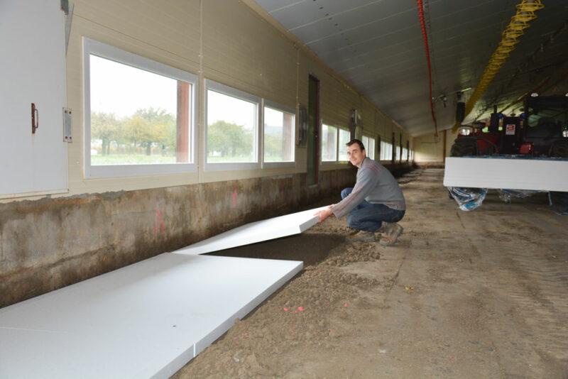Aurélien Égault a choisi d'isoler les bords des poulaillers sur 1,20 m de largeur et avec un isolant de 6 cm d'épaisseur.