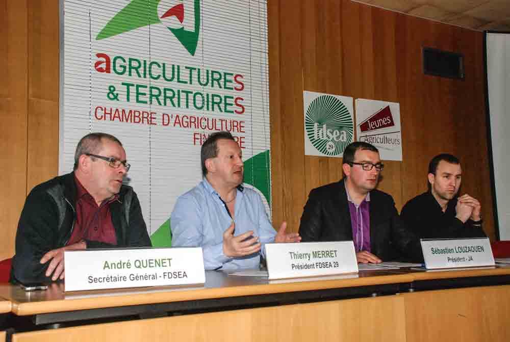 fdsea-jeune-agriculteur-maison-agriculture-crise-manifestation-fumier-pneus-etiquetage-conjoncture-porc-lait-elevage