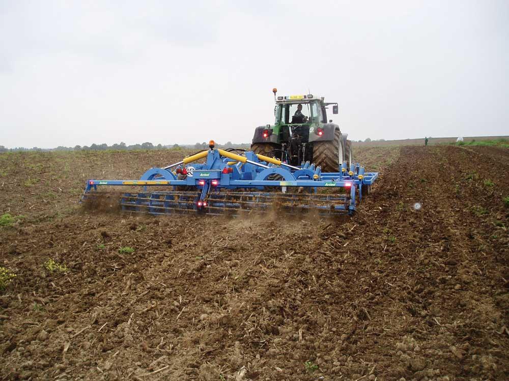 travail-sol-agronomie-dechaumeur-strip-till-decompactage-cuma