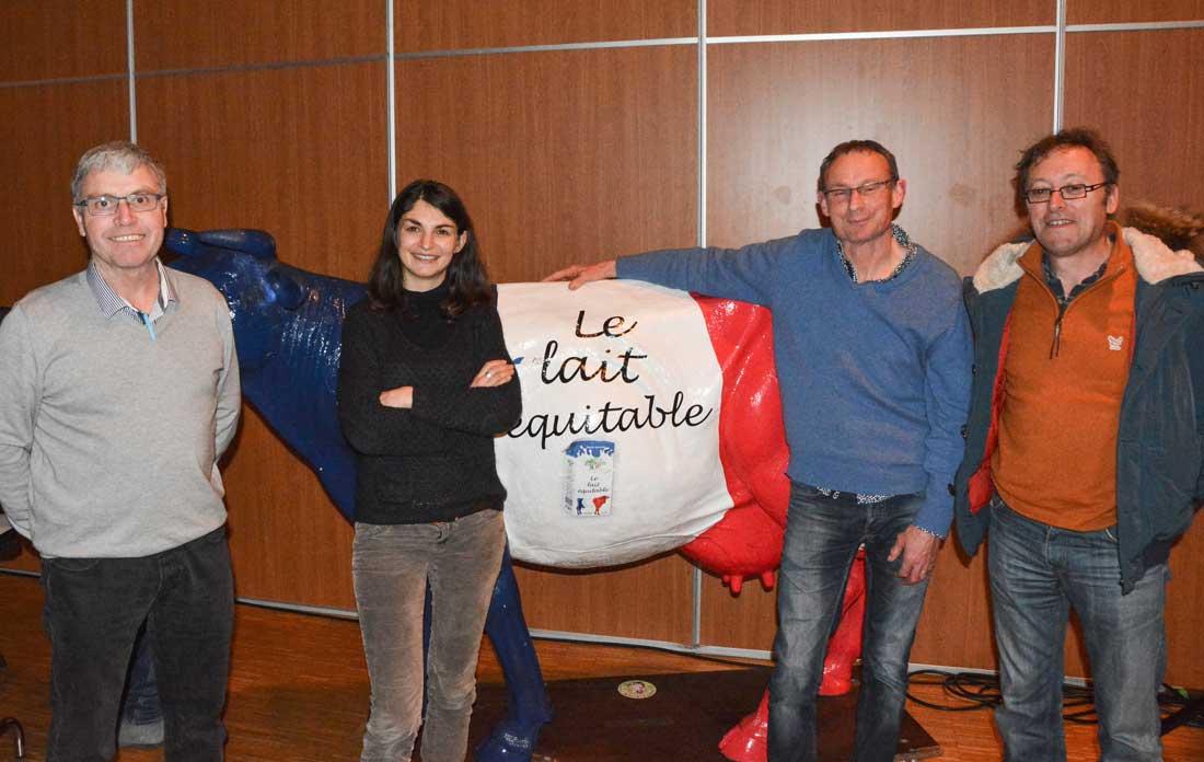 De gauche à droite : Christophe Baron, président de Biolait, Aurélie Trouvé, enseignant-chercheur à l'Agro Paris Tech, Christian Hascoët, de l'association des producteurs indépendants (Apli) et Pierre Viste, producteur de lait dans la Manche.