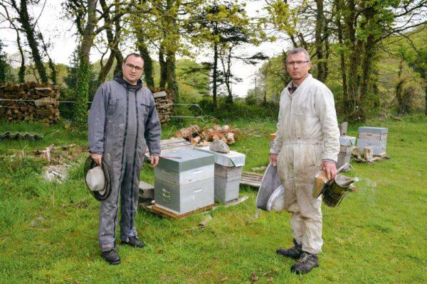 Gaël Poquet, stagiaire, en formation BPREA à Laval, en option apiculture, et Christian Tygraet