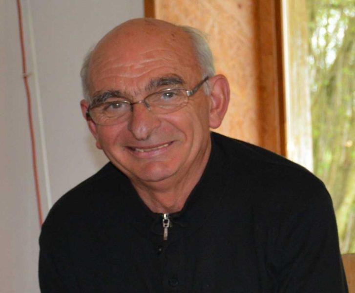 Marcel Messé, éleveur laitier à Montreuil- sous-Pérouse, va transmettre son exploitation à un jeune couple.