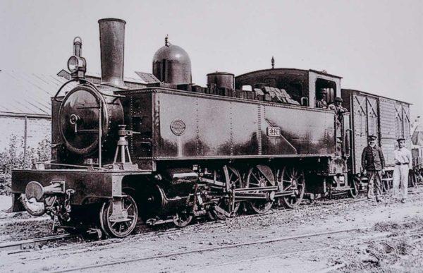 Une locomotive à vapeur 328 au début de l'exploitation du Réseau breton.