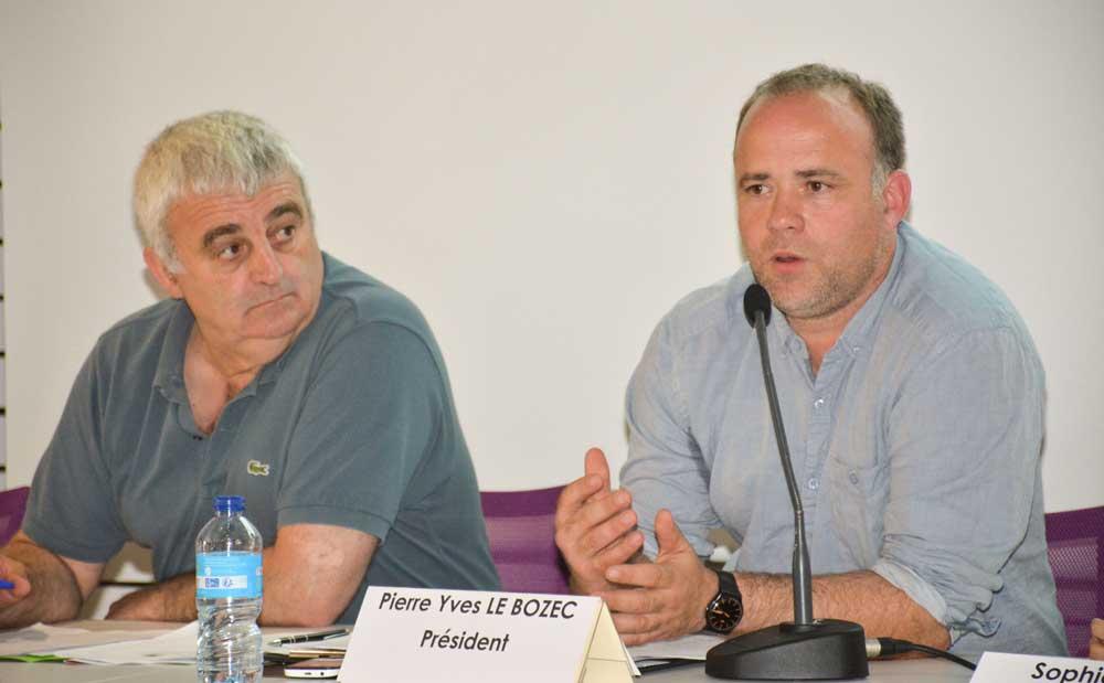 Michel Guernévez, à gauche, et Pierre-Yves Le Bozec, président du Sérémor, lors de la journée de l'emploi et des assemblées générales du Sérémor, de Solutis et de l'AEF (Association emploi formation).