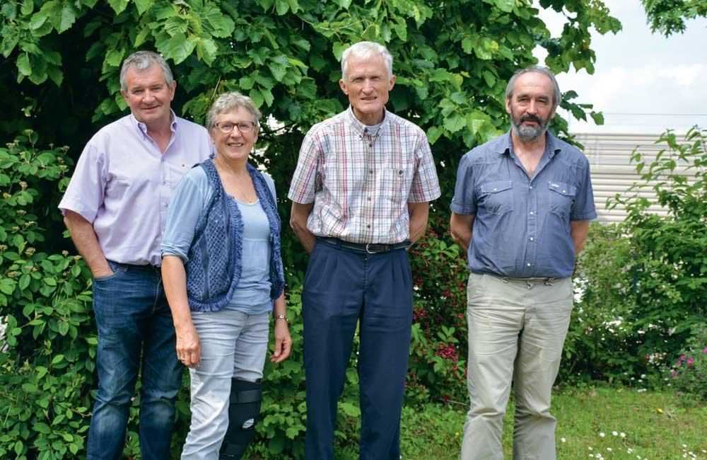 De g. à dr. : Michel Loquet, Odile Gasson, Christian Boisgontier et Jean-Paul Nicolas, militants des Commissions « retraite » de la Confédération paysanne.