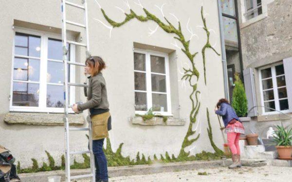 Depuis deux ans, Françoise Martin explore un nouvel art de rue qui vient des Etats-Unis, le Graff végétal.