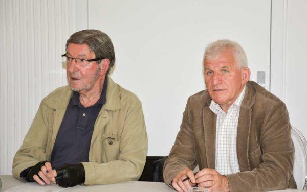 Paul Anselin, président fondateur de l'association Yvel-Hyvet et André Piquet, à droite, président du syndicat mixte du Grand Bassin de l'Oust, invitent les agriculteurs à participer à la journée bilan du 24 juin.