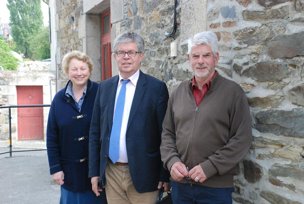 Anne-Françoise Trébéden, Yves Avril et Pierre Tanguy, bénévoles.