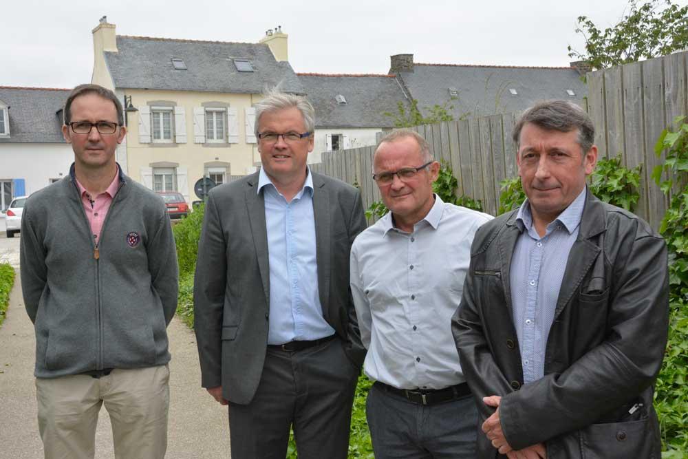 De gauche à droite : Rémi Berthevas, responsable technique, Jacques Guéguen, directeur, François Pot, président et Philippe Bourhis, vice-président.