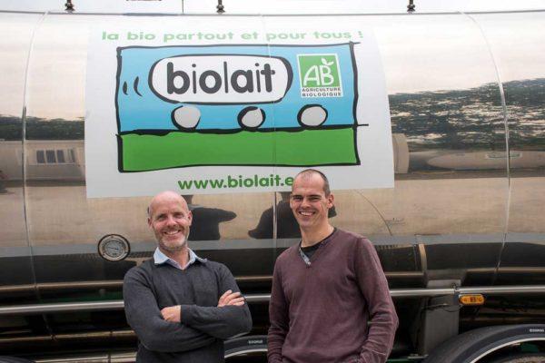 Erwan Leroux, producteur de lait à Rosnoën (29) et Ludovic Billard, installé à Laurenan (22), respectivement administrateur et trésorier de la coopérative Biolait.