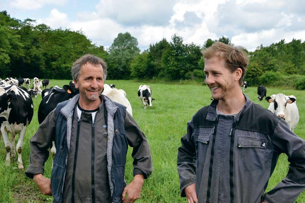 Pour Denis et Mathieu Chauveau, « la première idée était de mettre des couverts et de les récolter ». Maintenant, ils réfléchissent aussi à mettre des couverts agronomiques.