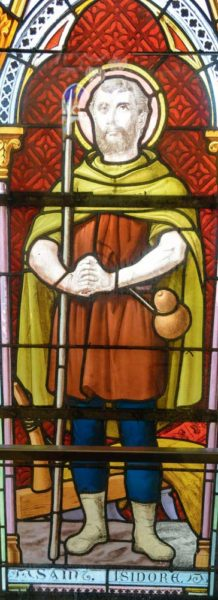 Le vitrail représentant Saint-Isidore, patron des agriculteurs a été construit en 1898 pour la grande chapelle. Il est maintenant présent dans le self des élèves depuis la transformation de la chapelle : des nourritures spirituelles aux nourritures terrestres…