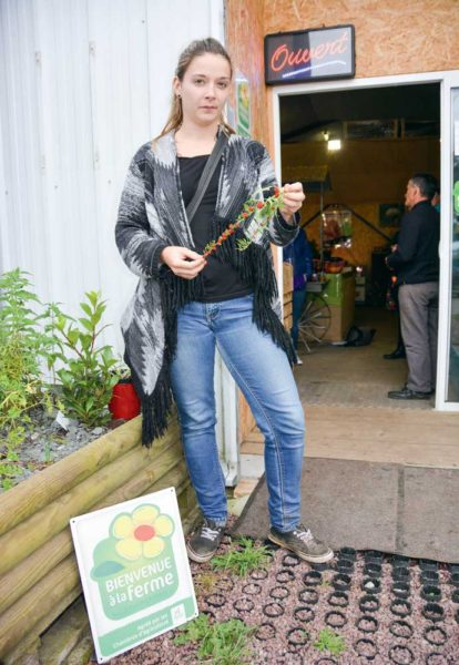 Sandra Roncin, avec une branche étonnante d'épinard-fraise.
