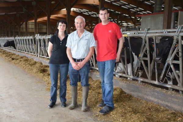 Françoise et Jean-Paul Bichon, et leur fils Arnaud, produisent 1,3 million de litres de lait.