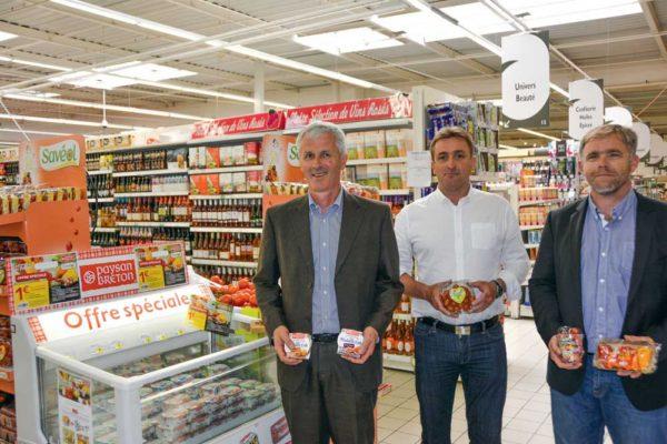 De gauche à droite : Guy le Bars, président d'Even, Yann Menguy, directeur  du centre Leclerc du Relecq-Kerhuon et Pierre-Yves Jestin, président de Saveol.