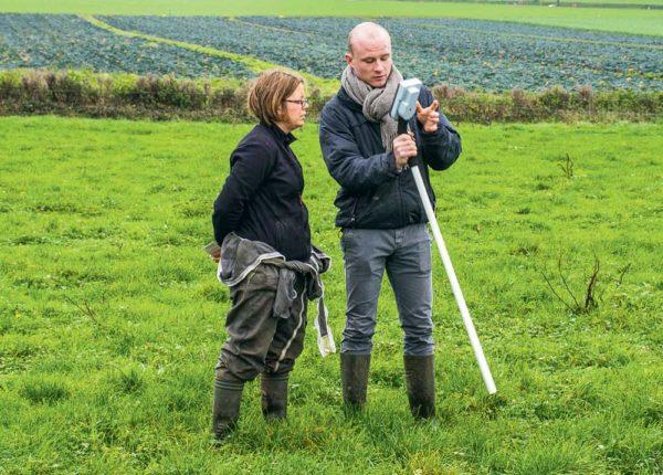 Le Grassmaster est le bâton de pèlerin de l'herbager capable d'évaluer à la fois la densité du mélange prairial en plus de la hauteur de fourrage.