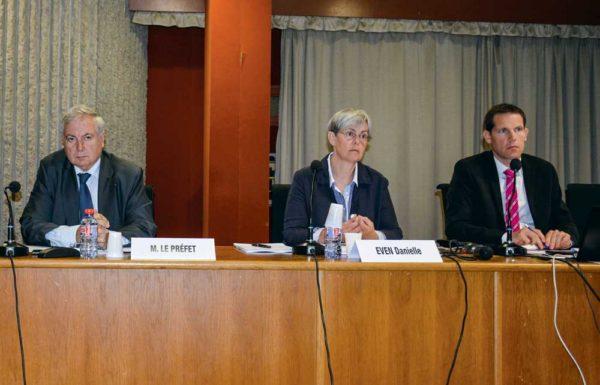 Pierre Lambert, préfet des Côtes d'Armor ; Danielle Éven, présidente de la Chambre d'agriculture ; Sébastien Giraudeau, directeur