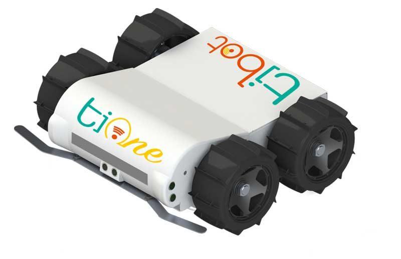 Laëtitia et Benoît Savary, aviculteurs en Mayenne, ont délégué la phase d'apprentissage de la ponte des poules repro dans les pondoirs à Ti One, un robot autonome d'assistance, dont ils sont à l'origine de la conception.