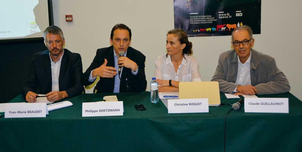 De gauche à droite : Yves-Marie Baudet, responsable au CNPO, Philippe Goetzmann, de chez Auchan, Christine Roguet de l'Ifip et Claude Guillaumot, directeur qualité à Terrena.