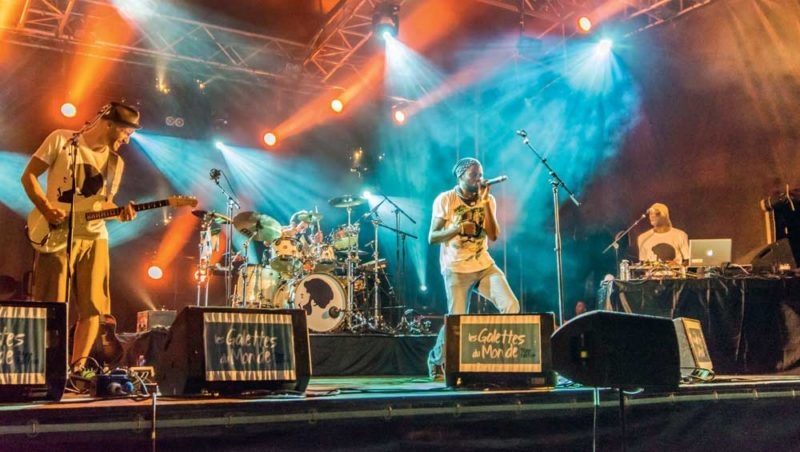 Le festival accueille de nombreux groupes musicaux internationaux.