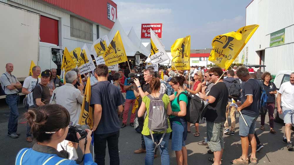"""Photo of La Conf' lance un appel à manifester contre Lactalis et pour """"un revenu paysan"""""""