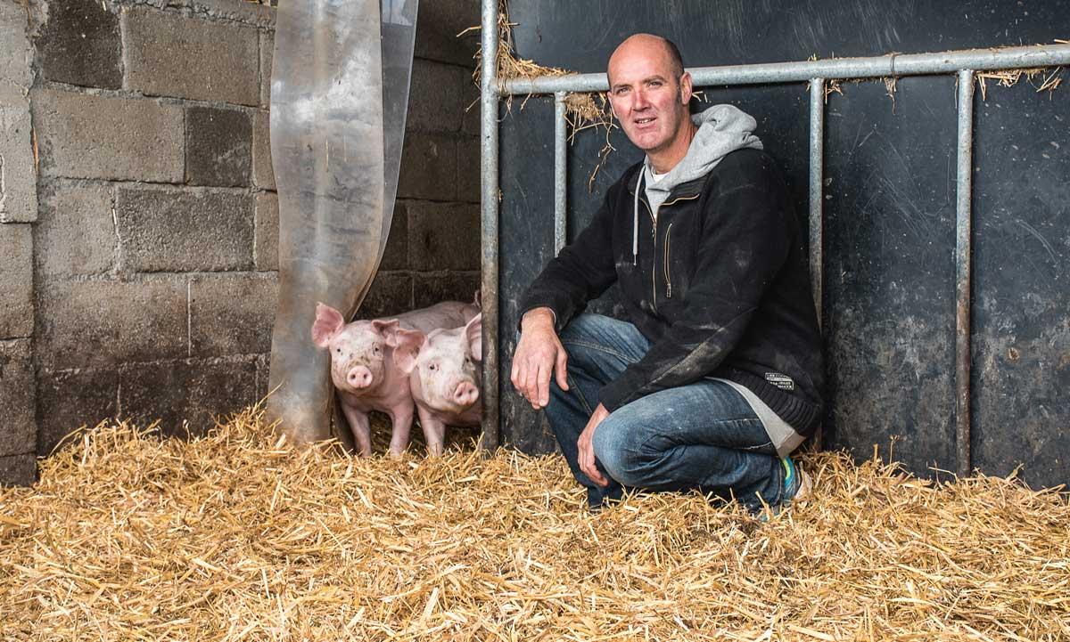 Gilles Le Marchand travaille en porc bio filière longue depuis 2011. Cette année, il a lancé une activité de vente directe de colis via internet (lafermedes3alouettes.bzh).
