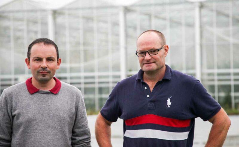 À droite, Philippe Carriou, producteur associé du Gaec Les Reflets de la Presqu'île et à gauche, Julien Amiry, technicien Cultivert.