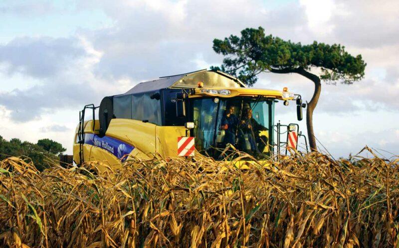 Les images de Vincent Lastennet retracent l'évolution du matériel agricole sur les 20 dernières années.