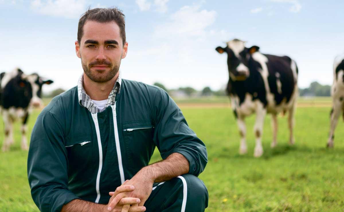 homme-agriculteur-holstein