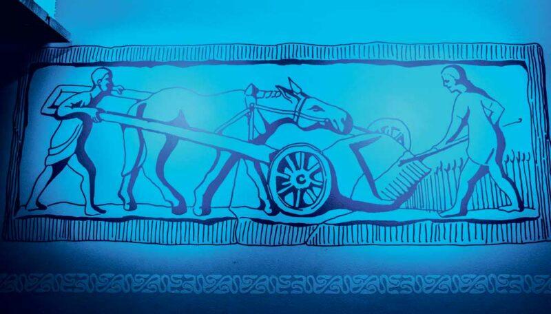 Les Gaulois ont inventé la moissonneuse, ce modèle était poussé par un cheval.