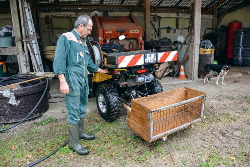 La caisse arrière descend à l'aide d'un treuil. Il peut être actionné moteur éteint.