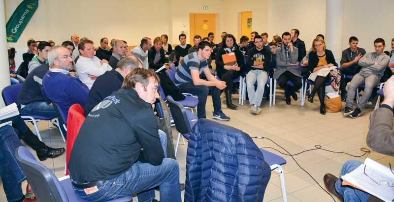 Agriculteurs, acteurs du territoire et jeunes de la MFR ont planché sur le changement, le 8 décembre à Fougères.