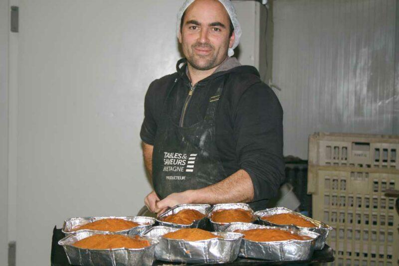 Une fois par mois, Mathieu Audo investit les locaux de la boulangerie de la commune pour préparer et cuire ses pains d'épices.