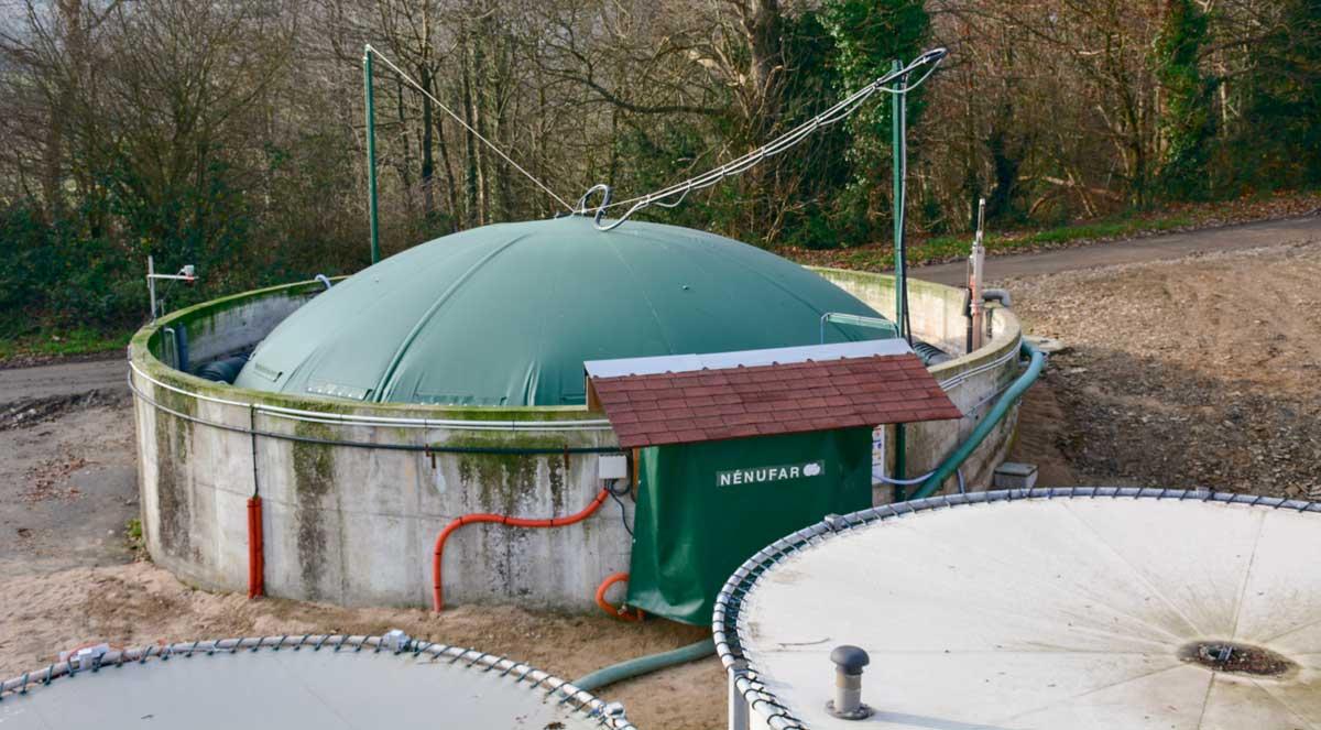 La station de Guernévez teste un dispositif de méthanisation rustique à température ambiante qui est installé sur une fosse existante de 300 m3.