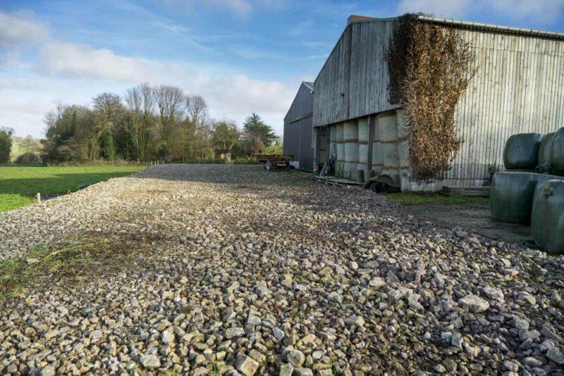 Empierrement réalisé chez Yves Maro à Laniscat. 220 t de pierres ont été récoltés sur une parcelle de 6ha.