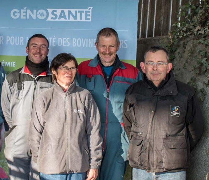 Vincent, Gisèle et Franck Bouget, accompagné de Job Le Chever (BCEL Ouest) ont accueilli sur leur ferme de Squiffiec (22) une journée Génosanté à destination des éleveurs.