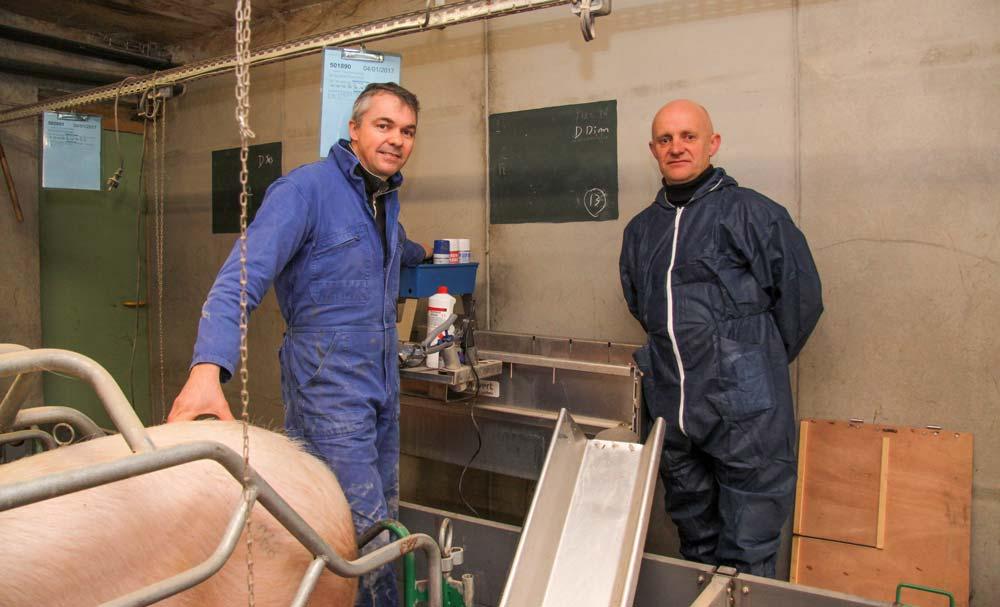 David Desbois, de la Ville Davy, et Michel Rouxel, de Cultivert, sont tous deux convaincus par l'ergonomie du chariot Telip.