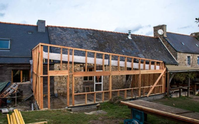 La future salle multi-activités prend forme, inauguration prévue en juin. Elle pourra s'ouvrir sur l'extérieur pour créer un bar dans le jardin.