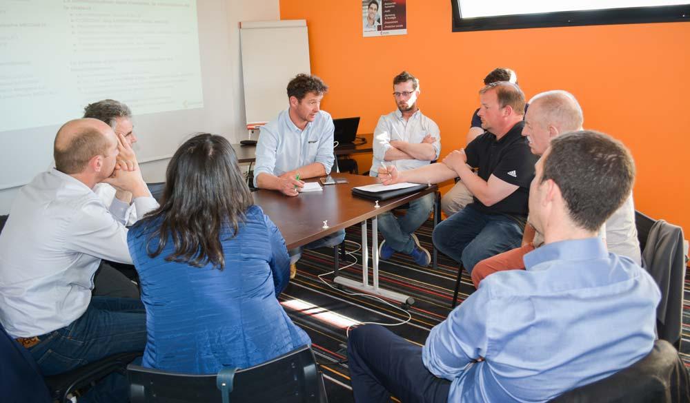Les participants à l'atelier «Communiquer sur le projet de méthanisation et valoriser la production de chaleur» ont bénéficié de l'expérience de Bruno Calle, éleveur à Arzal.