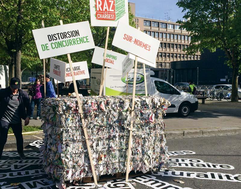 Photo of Manifestation contre l'excès de normes