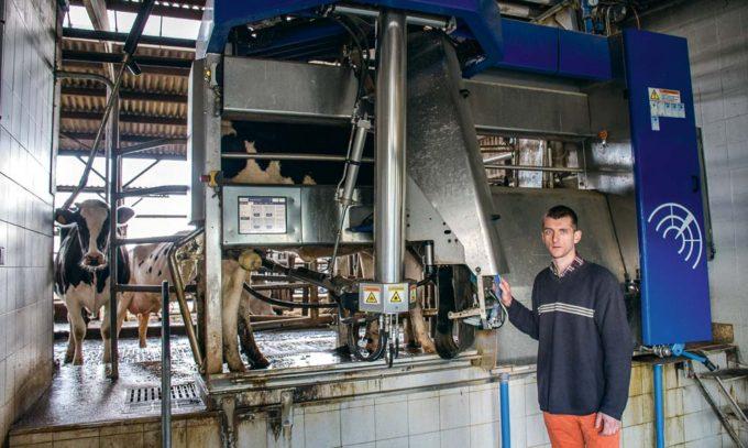 Thomas Huneau, de la Chambre d'Agriculture de Loire-Atlantique effectue un suivi rapproché des coûts de fonctionnement de l'automate de traite installé à la ferme expérimentale de Derval (44). C'est de là qu'est née l'étude Coufomat.