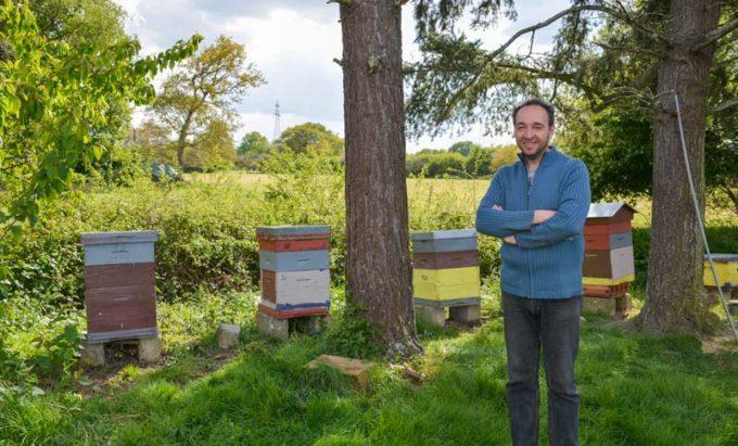 À l'EARL Colleu, à Cesson-Sévigné (35), Bertrand Colleu a diversifié des productions avec la vente de miel issu de ses 10 ruches, l'élevage de génisses et la production de spiruline.