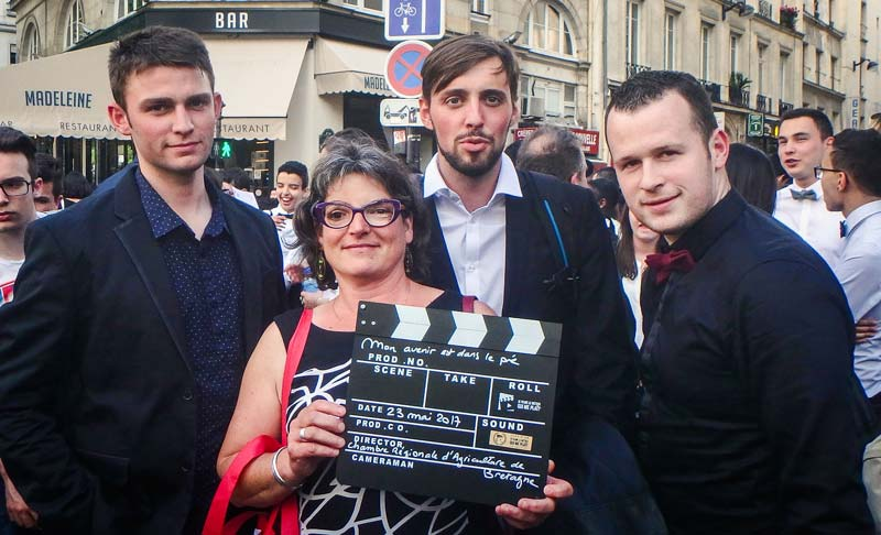 Photo of Clap d'Or pour les Licence Pro Agrimanager, sur fond de tapis rouge…