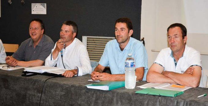 De gauche à droite : Jean-Yves Gallais (responsable concours), Gwénaël Fouchet (président d'Holstiva), Cédric Durand (trésorier) et Olivier Moizan (responsable génétique).