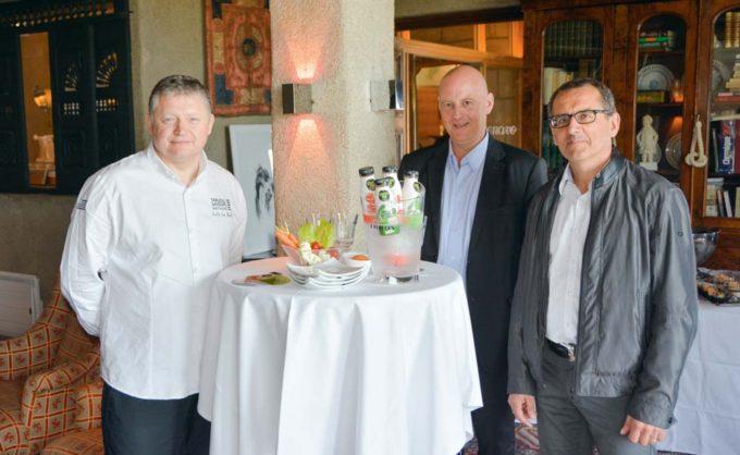 De gauche à droite: Loïc Le Bail, chef cuisinier ; Jean-François Jacob, président d'Agrival et André Edern, directeur.